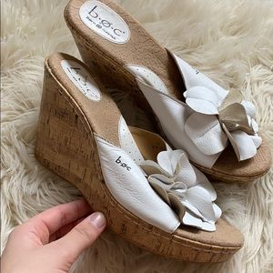 White leather flower wedge sandals